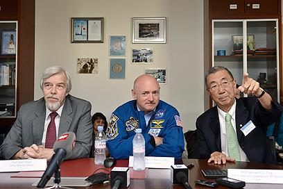 צוות המדענים. מימין - סמואל טינג (צילום: AP) (צילום: AP)