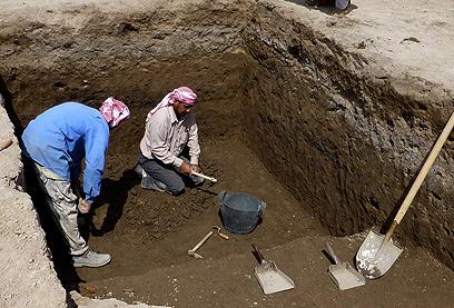 החפירות באתר. בן 4,000 שנה בערך (צילום: AP) (צילום: AP)