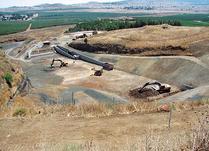 מחצבת הר אביטל במהלך השיקום (צילום: הקרן לשיקום מחצבות) (צילום: הקרן לשיקום מחצבות)