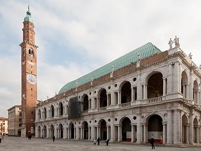 בניין ששימש כבניין מועצת העיר. בזיליקה פלדיאנה  (צילום: shutterstock) (צילום: shutterstock)