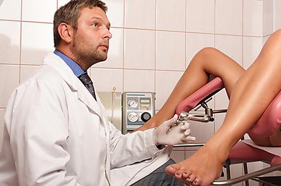 הרופא לא בדק האם קיים התקן תוך רחמי קודם (אילוסטרציה) (צילום: shutterstock) (צילום: shutterstock)
