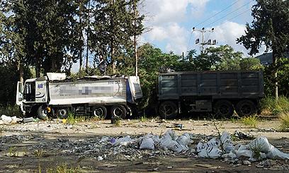 המשאית שגרמה לתאונה. הנהג הפצוע נעצר לחקירה (צילום: חגי אהרון) (צילום: חגי אהרון)