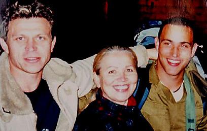 """ז'אן (משמאל), האמא לודמילה ודן ז""""ל (האלבום המשפחתי) (האלבום המשפחתי)"""