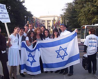 """""""כוחות פוליטיים פשיסטים נכנסו גם לפרלמנט באיטליה כמו שקורה בשאר אירופה, ואי אפשר לדעת לאן זה התפתח"""". בהפגנה פרו-ישראלית ()"""