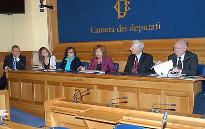 """""""יש הרבה מאוד דברים שאישה יהודייה אחת יכולה לעשות בפרלמנט האיטלקי"""". נירנשנטיין ()"""