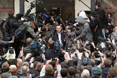 """נבלני והעיתונאים. """"מעריך את נוכחותכם"""" (צילום: רויטרס)"""