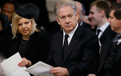 ראש הממשלה ורעייתו שרה בהלוויה של תאצ'ר. הטיסה עלתה ביוקר (צילום: רויטרס) (צילום: רויטרס)
