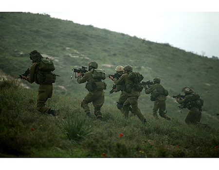 Soldiers in the Golani Brigade (Photo: Avishag Shaar-Yashuv)