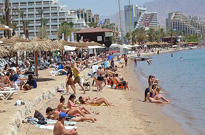 חוף הים באילת. התיירות תיפגע? (צילום ארכיון: מאיר אוחיון) (צילום: מאיר אוחיון)