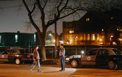 לילה של מתח ויריות עבר על העיר בין חמישי לשישי (צילום: EPA) (צילום: EPA)
