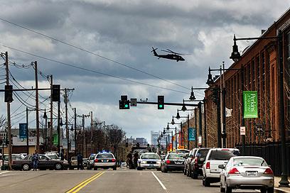 מסוקים באוויר לאורך כל היום, מחפשים את צרנייב (צילום: רויטרס) (צילום: רויטרס)