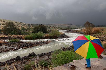 """החל משמיני עצרת מוסיפים את הברכה """"משיב הרוח ומוריד הגשם"""" (צילום: יפתח חבלין)"""