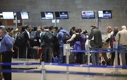 הנוסעים שהקדימו את השביתה (צילום: מוטי קמחי) (צילום: מוטי קמחי)