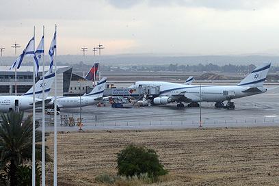 מטוסי אל-על מקורקעים, הבוקר (צילום: מוטי קמחי) (צילום: מוטי קמחי)