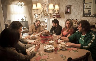 """המשפחה מתרחבת. """"סטארבק - תורם סדרתי"""" ()"""