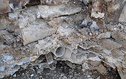 גילוי אסבסט פריך (צילום: אורית רייך)