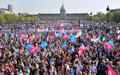 """תנועת """"הפגנות לכול"""" בהפגנת ענק השבוע בפריז, נגד החוק (צילום: AFP) (צילום: AFP)"""