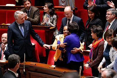 ראש הממשלה והשרה לענייני נשים מברכים את שרת המשפטים כריסטיאן טאובירה (צילום: EPA) (צילום: EPA)