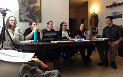 שלב האודישנים. משמאל לימין: קרן לין (ע. צלם), ליאור שמש (מפיק), גיא בוסקו (תסריטאי), דניאל דר (במאי), רותם ברוכין (ע. במאי) ואורי ליפשיץ (שחקן) (צילום: שי שחם) (צילום: שי שחם)
