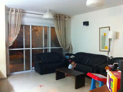 הסלון המיושן והמשעמם לפני ()