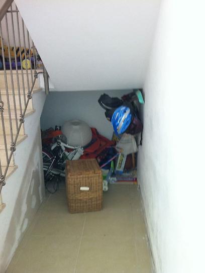 הבלגן מתחת למדרגות ()