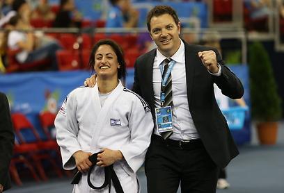 מאמן הנבחרת שני הרשקו עם ירדן ג'רבי (צילום: אורן אהרוני) (צילום: אורן אהרוני)