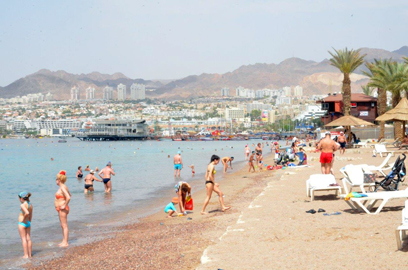 Tourists in Eilat. 'A recovery will be felt in the first half of 2015,' says Tourism Ministry director-general (Photo: Meir Ohayon)