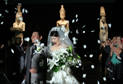 הזוג המאושר. דתות יפן, למעט הנצרות, אינן דורשות בלעדיות משום סוג שהוא (צילום: Gettyimages) (צילום: Gettyimages)