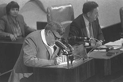 """בכנסת, 1983 (צילום: חנניה הרמן, לע""""מ) (צילום: חנניה הרמן, לע"""