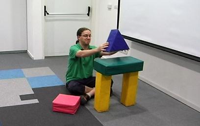 אינטראקציה בין צעצוע פיזי למחשב (צילום: אורי דוידוביץ') (צילום: אורי דוידוביץ')