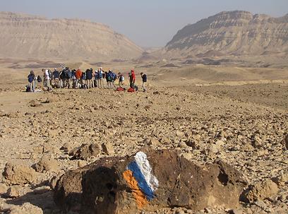 תלמידי הריאלי בשביל ישראל - חוצים את המכתש הקטן, 2013 (צילום: עומר יגאל) (צילום: עומר יגאל)