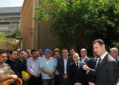 בשאר אסד, בשבוע שעבר בתחנת כוח בדמשק (צילום: EPA)