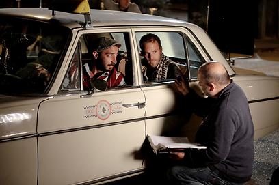 """ערן ריקליס מתדרך את סטיבן דורף ולואיי נופי ב""""להישאר בחיים"""" ()"""