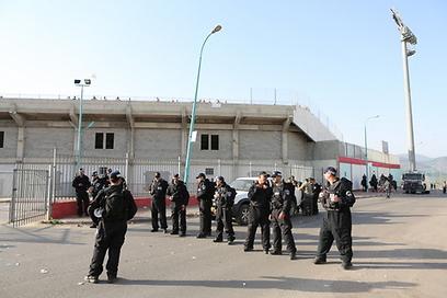 והמשטרה בכוננות שיא (צילום: עוז מועלם) (צילום: עוז מועלם)