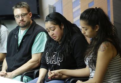 בני המשפחה (מימין) והרופא שטיפל בפורטיו  (צילום: AP) (צילום: AP)