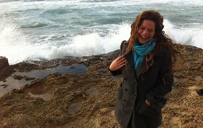 לירונה בחוף נחשולים. הותירה חותם ()