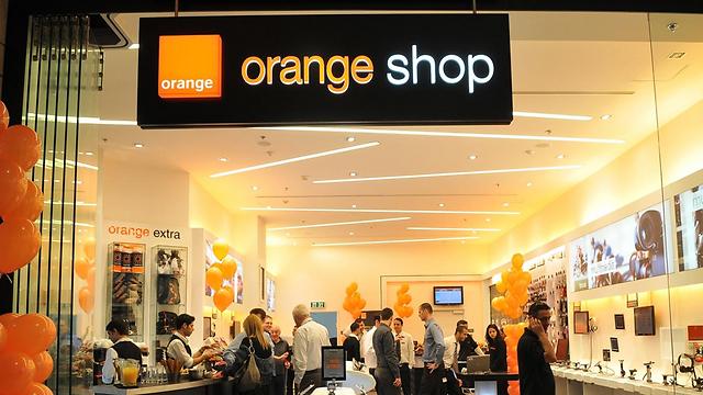 One of Partner's 'Orange' mobile phone shops in Israel (Photo: Sivan Faraj)