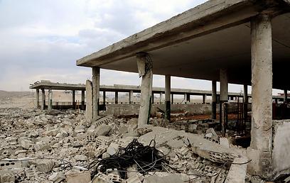 נזקי התקיפה שלכאורה ביצעה ישראל בסוריה. ארכיון (צילום: EPA) (צילום: EPA)