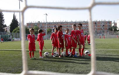 """""""יש כאן ילדים מאפרת וגם מהקטמונים"""". ילדי המועדון באימון (צילום: אלכס קולומויסקי) (צילום: אלכס קולומויסקי)"""