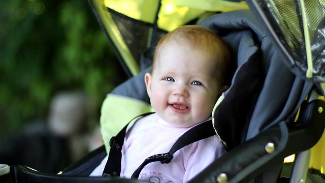 פתאום צצות הרבה עגלות תינוק ברחוב (צילום: shutterstock) (צילום: shutterstock)