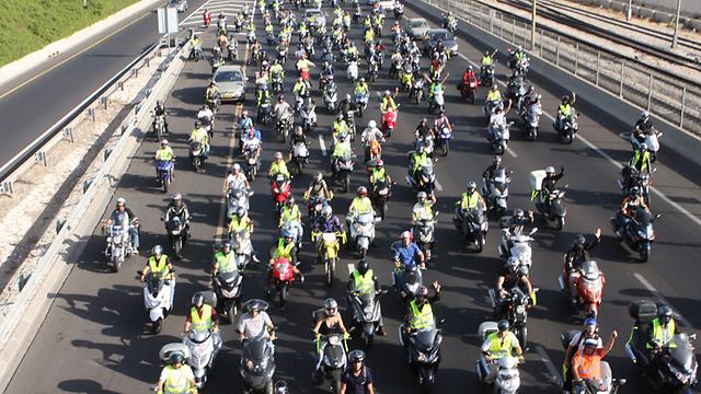 מחאת הרוכבים על התייקרות הביטוח. שוב הגיע הזמן (צילום: רונן טופלברג)