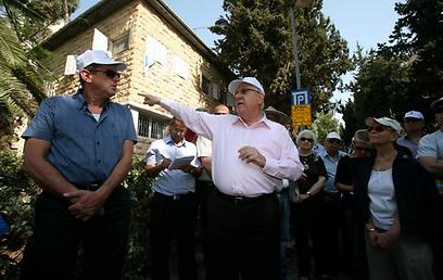 ריבלין מדריך בירושלים (צילום: שלומי כהן)