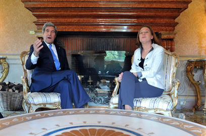 Tzipi Livni and John Kerry (Photo: Reuters) ((Photo: Reuters))