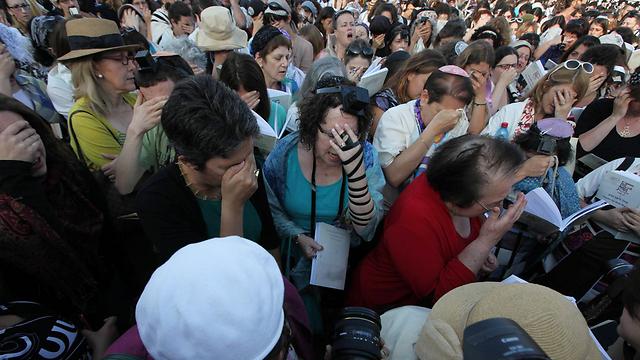 Women of the Wall praying at the Western Wall (Photo: Gil Yohanan)