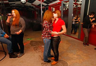 מבלים במועדון גייז, פברואר השנה (צילום: רויטרס) (צילום: רויטרס)