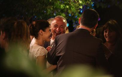 ברכות לזוג הטרי (צילום: מוטי לבטון) (צילום: מוטי לבטון)