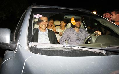 החתן, הכלה, הנהג והשושבינה (צילום: מוטי לבטון) (צילום: מוטי לבטון)