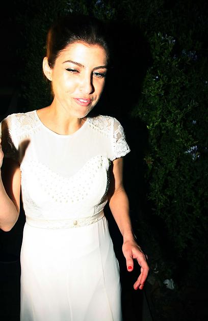 והנה השמלה מקרוב (צילום: מוטי לבטון) (צילום: מוטי לבטון)