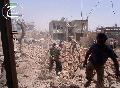 הפצצה בימים הראשונים של הלחימה (צילום: AP) (צילום: AP)
