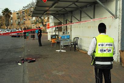 זירת הרצח באשקלון (צילום: זאב טרכטמן) (צילום: זאב טרכטמן)
